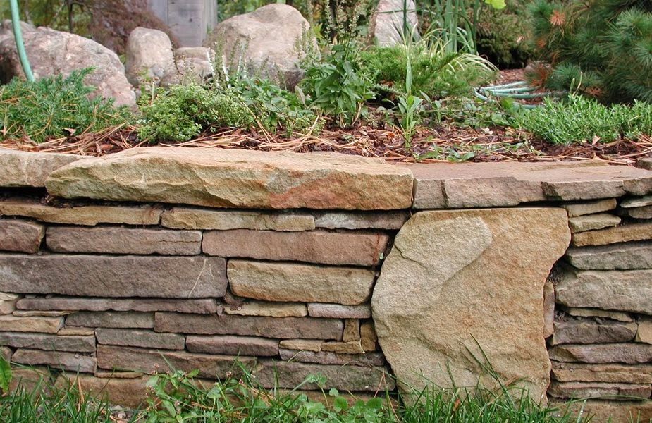 Natural Stone Retaining Wall by Lotus Gardenscapes