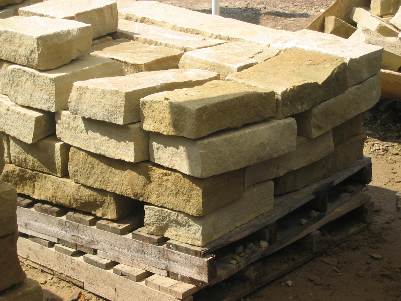 Natural stone machine cut split retaining wall stone for Split wall